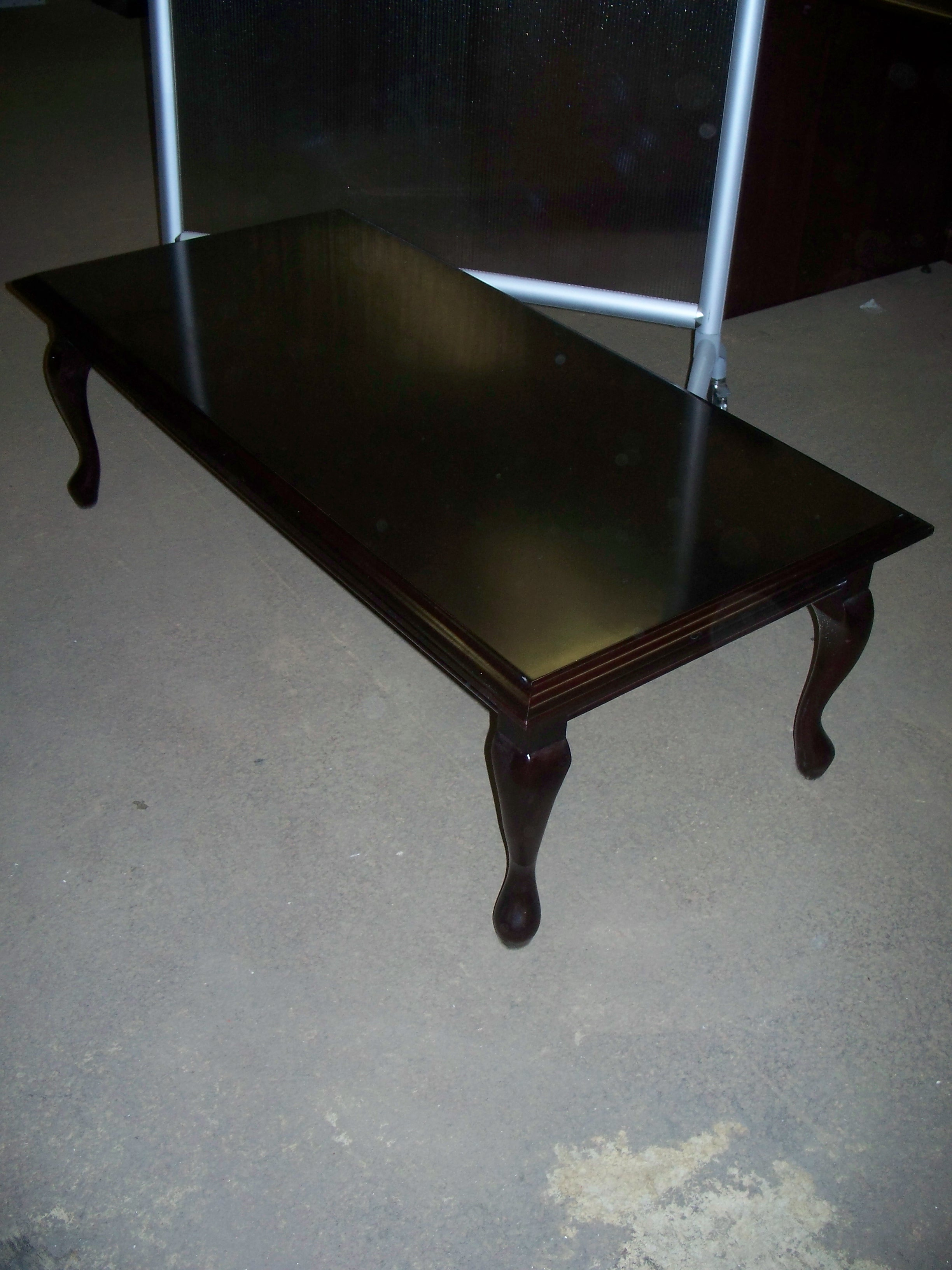 Mahogany Coffee Table With Queen Ann Legs